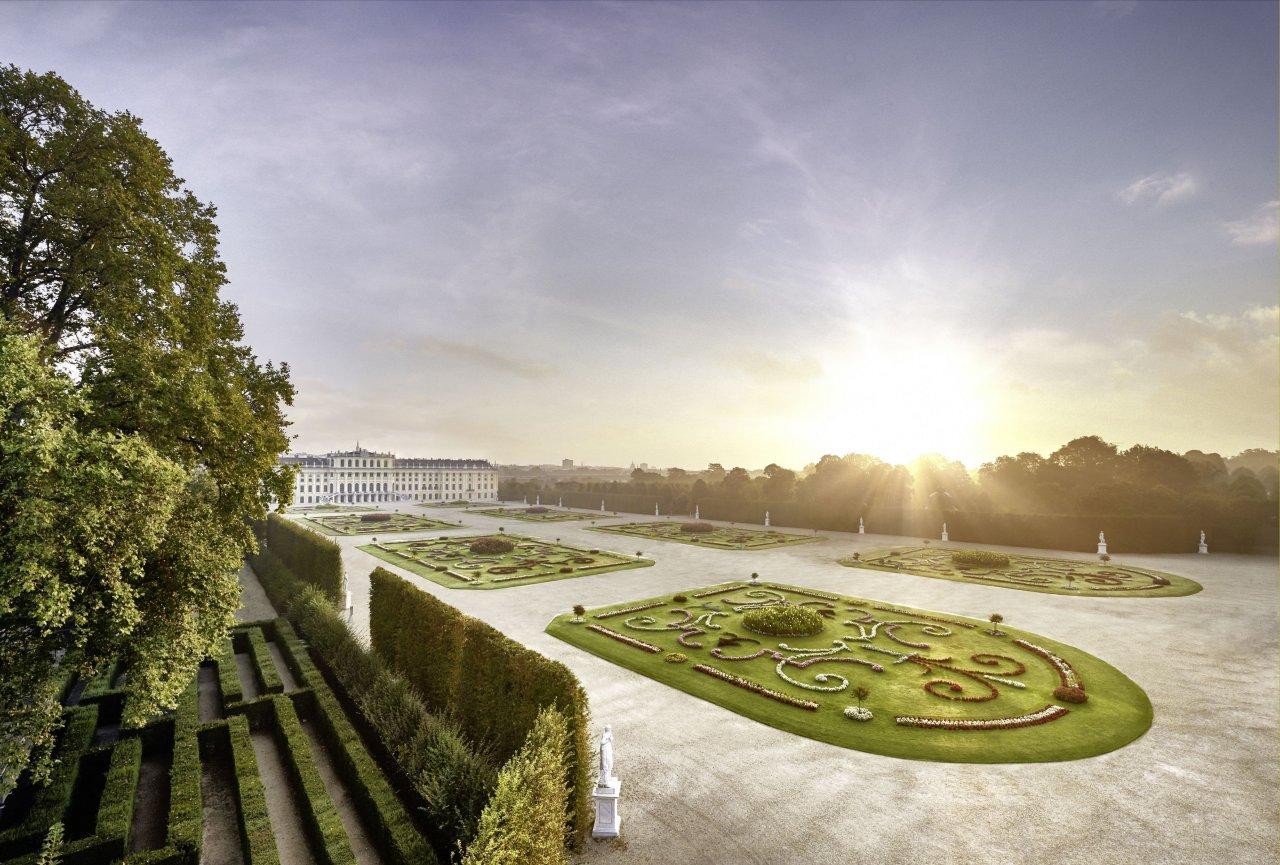 Tourismus in Wien, Schloss Schönbrunn mit seiner Parkanlage
